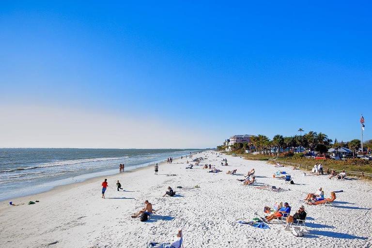 Strand vom Matanzas Inn in Fort Myers Beach
